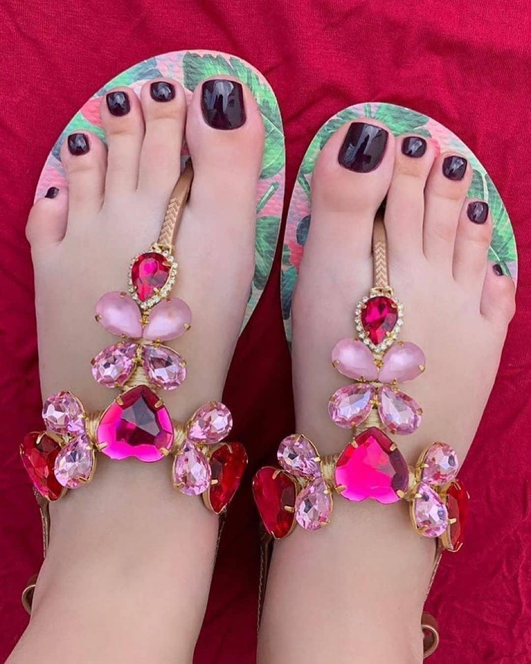 Green Beach Wear Thongs Slippers with Pink Rhinestones.