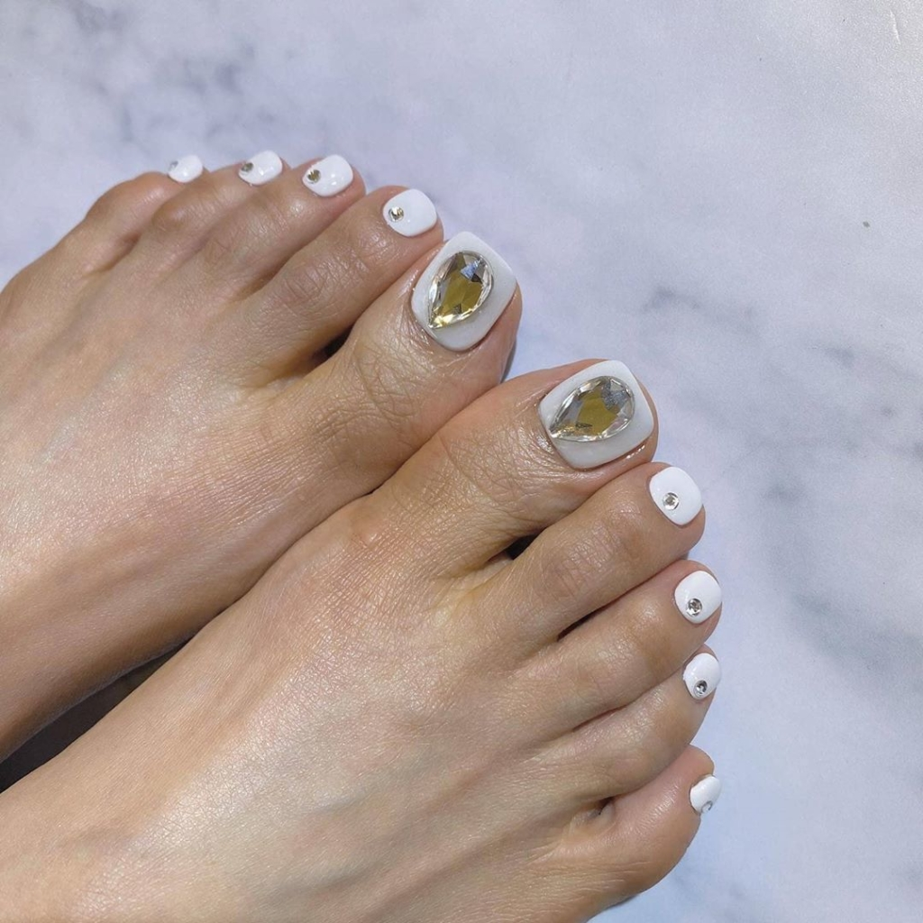 Pearl White Nail Polish with Clear Crystal Rhinestones