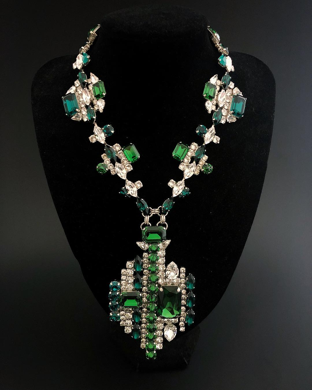 Best Jewelry Online: Emerald Crystal with Clear Rhinestones Necklace