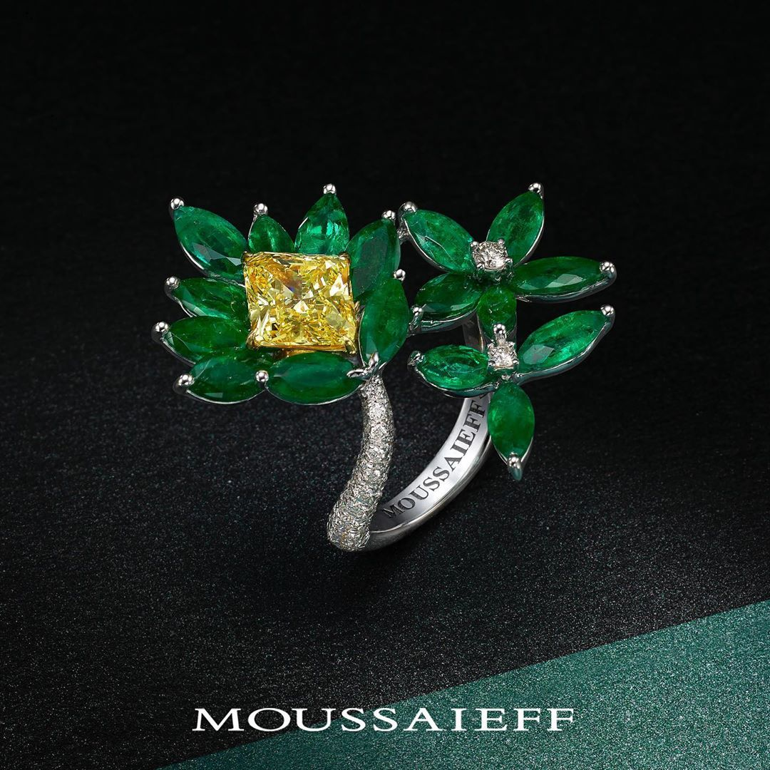 Best Jewelry Online: Flower Inspired Emerald with Yellow Diamond Ring
