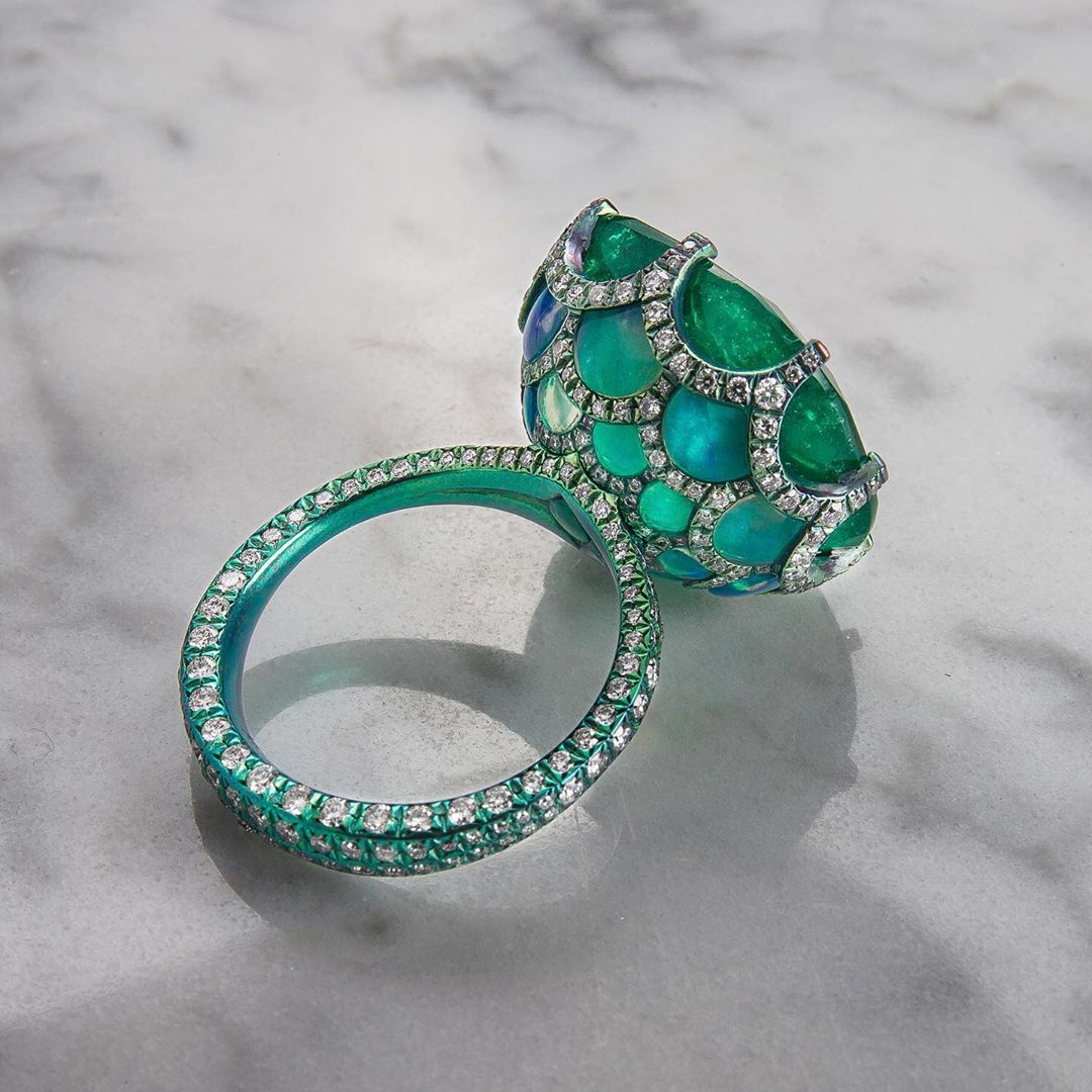 Best Jewelry Online: Emerald and Diamond Ring