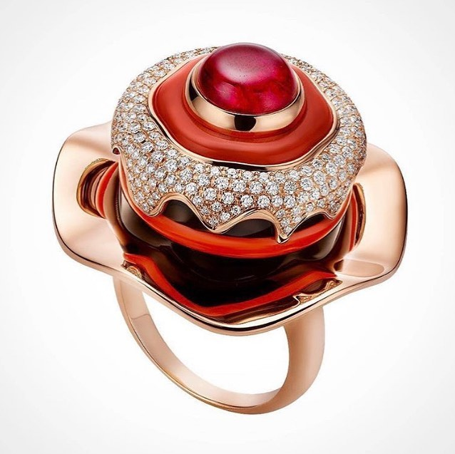 Yellow Gold Ring with Ruby and Diamonds