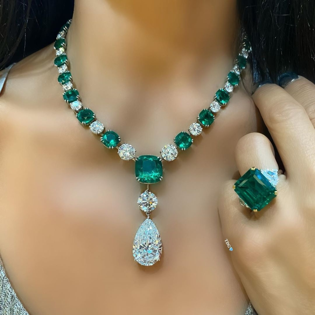 Emerald and Diamond with Teardrop Diamond Pendant Necklace and Ring