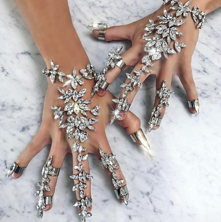 Crystal hand jewelery
