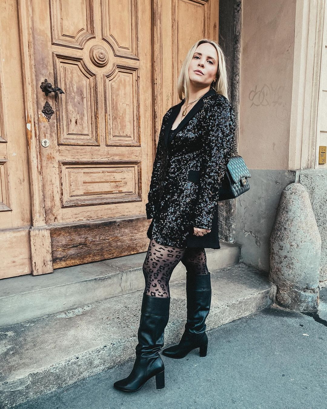 Long Sleeves Black Sequin Coat Style Short Dress with Long Sleeves