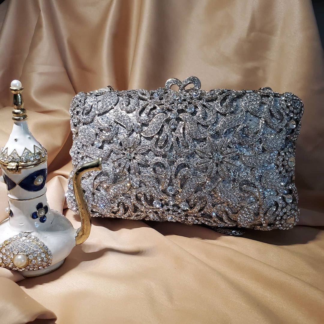 BLING BAGS to Update Your Glamour Accessories Elegant Evening Silver Rhinestones Clutch