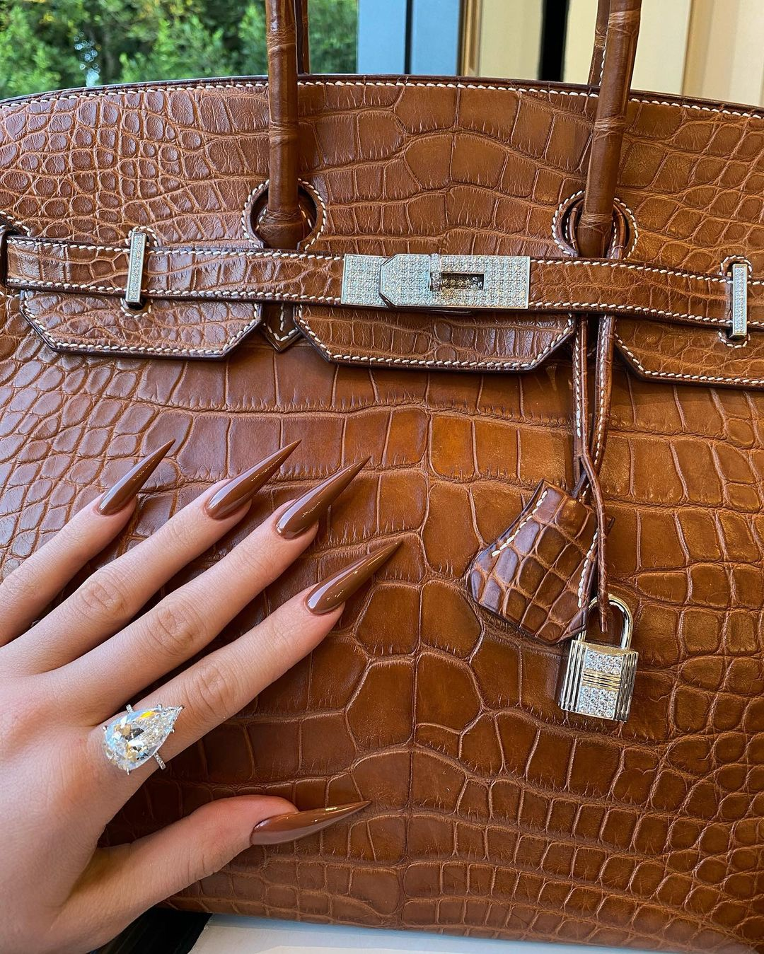 Kylie Jenner Loves To Match Her Nails and Handbag Colour