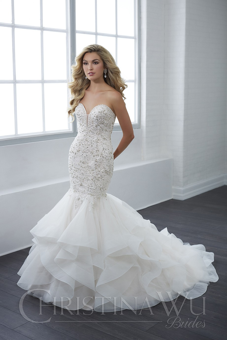 Wedding dress bling Off The Shoulder Sweetheart Neckline with Crystal Bead Works Long Wedding Gown With a Train Hemline