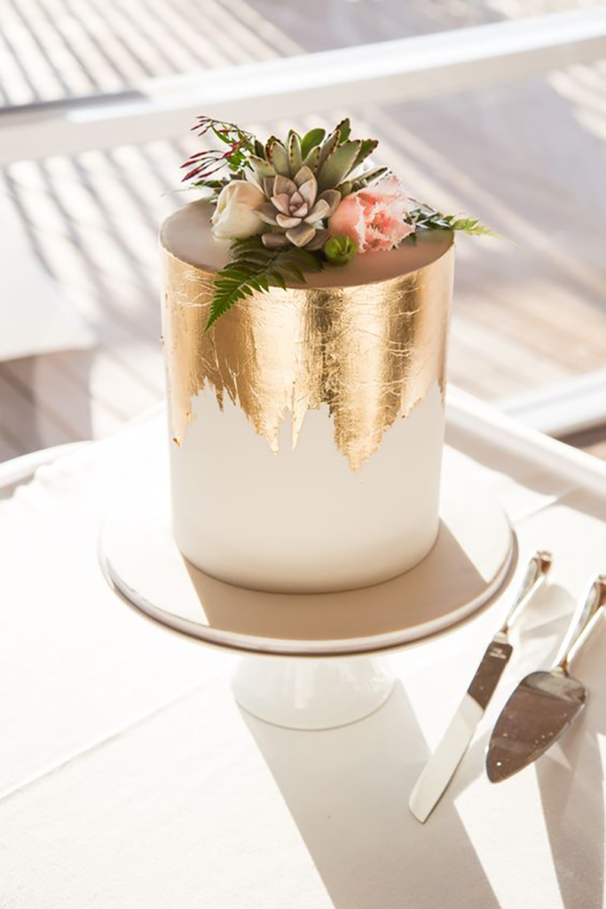 Bling wedding receptions Sometimes All You Need Is A Gold Glittering Tier!