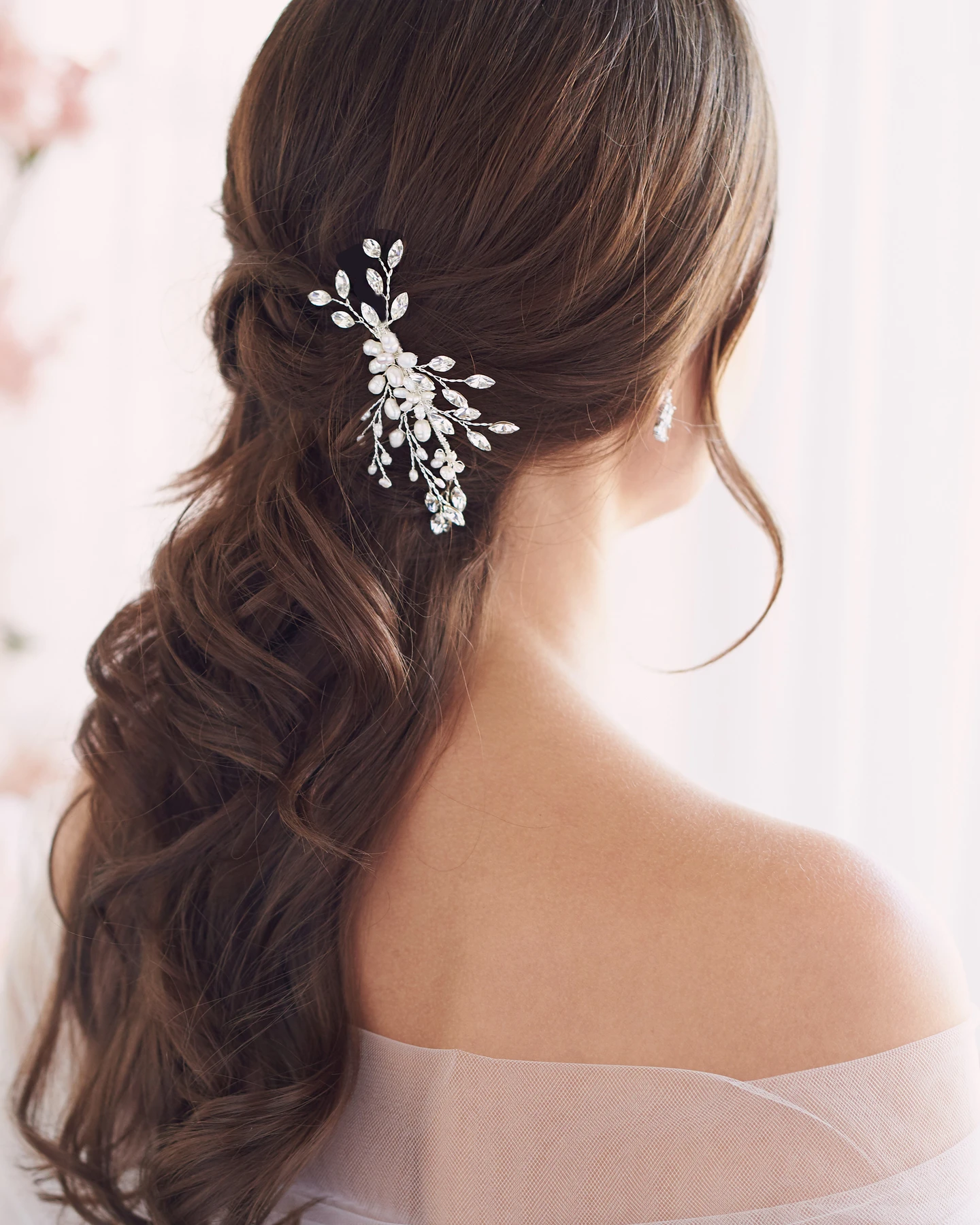 Bling wedding accessories Feminine, Floral & Full Of Sparkle - Pearl & Crystal Bridal Comb
