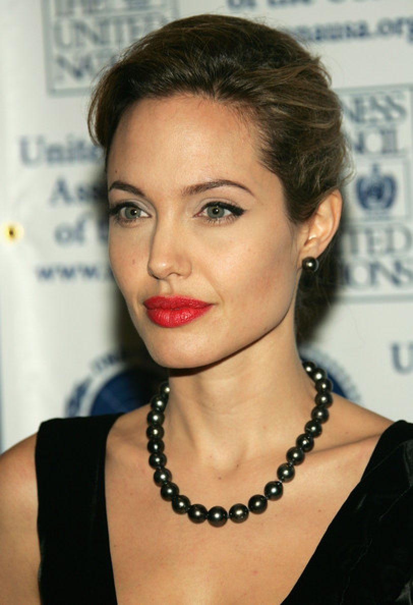 Celebrity Jewelry Angelina Jolie Wears Her Black Pearl Necklace and Earring with The Classic Bun Hair Style