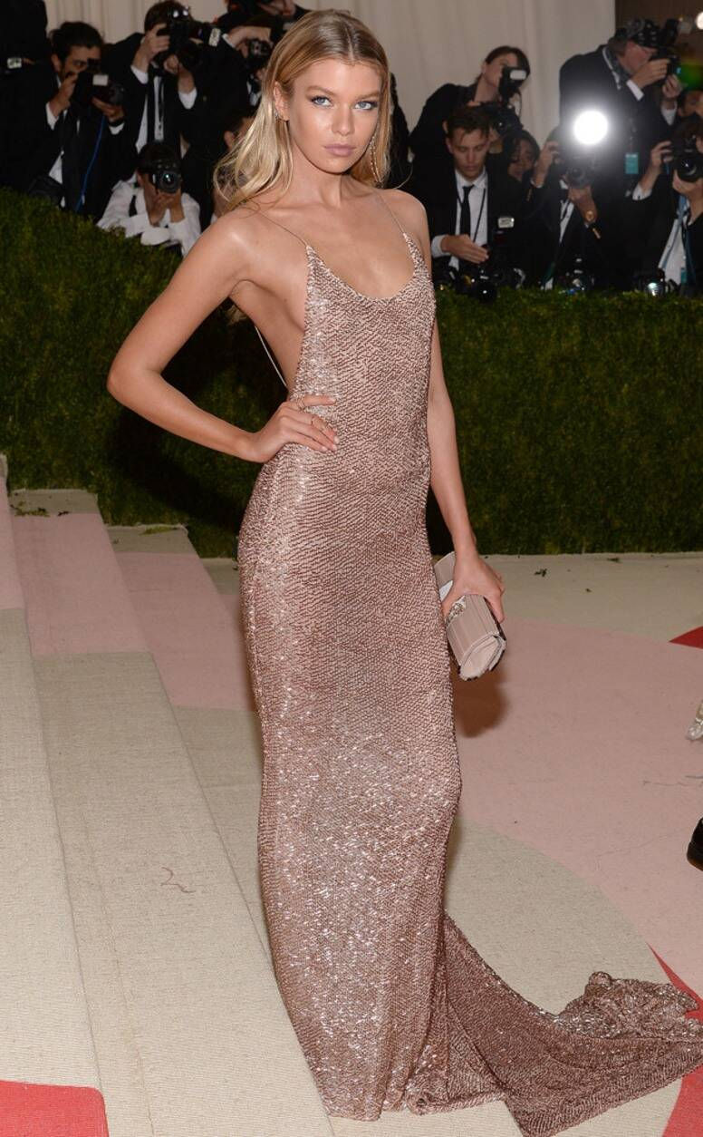 Celebrities Wearing Bling Stella Maxwell Wears a Rose Gold Sequin Long Gown with Open Back and Long Train Hemline