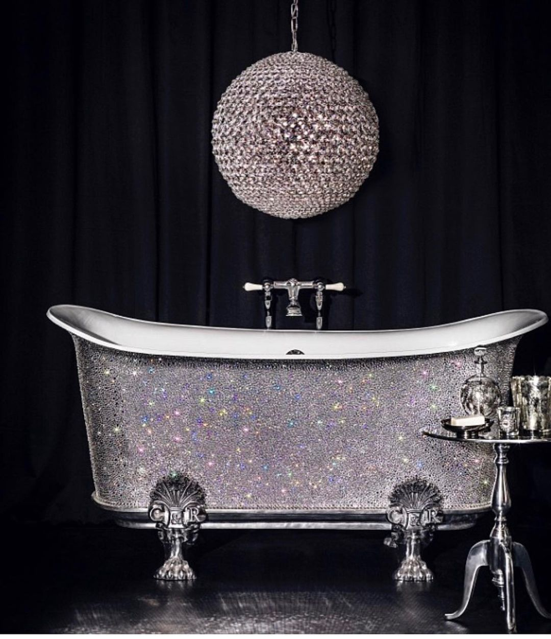 Bling for your bathroom Would You Have A Bath In This Glittering Bathtub with Rhinestones