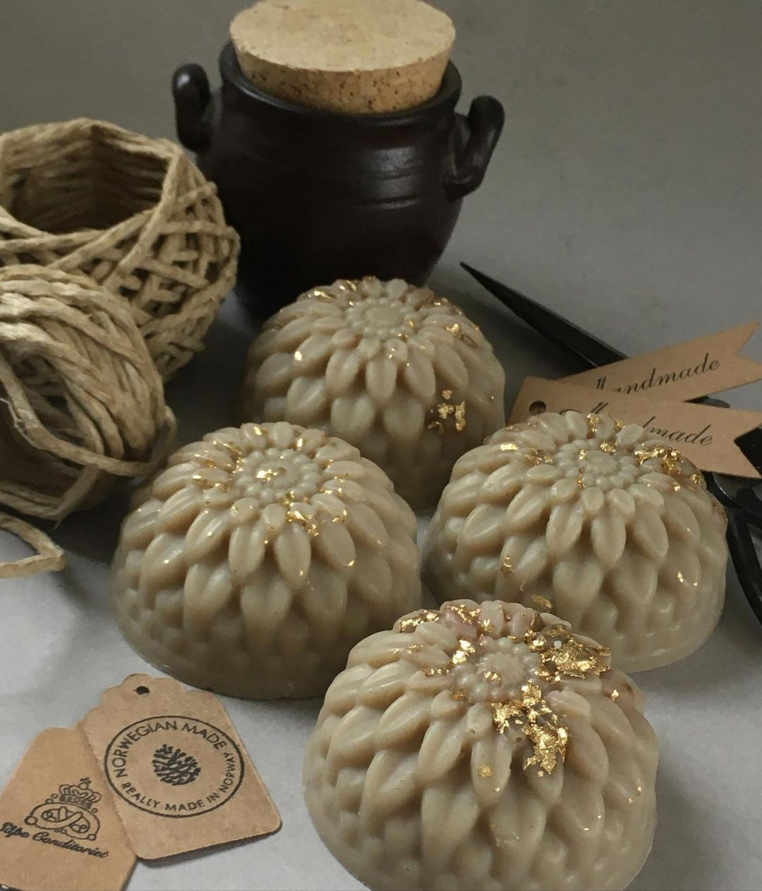 Bling for your bathroom A Little Sparkle Of Gold Powder On Your Soap