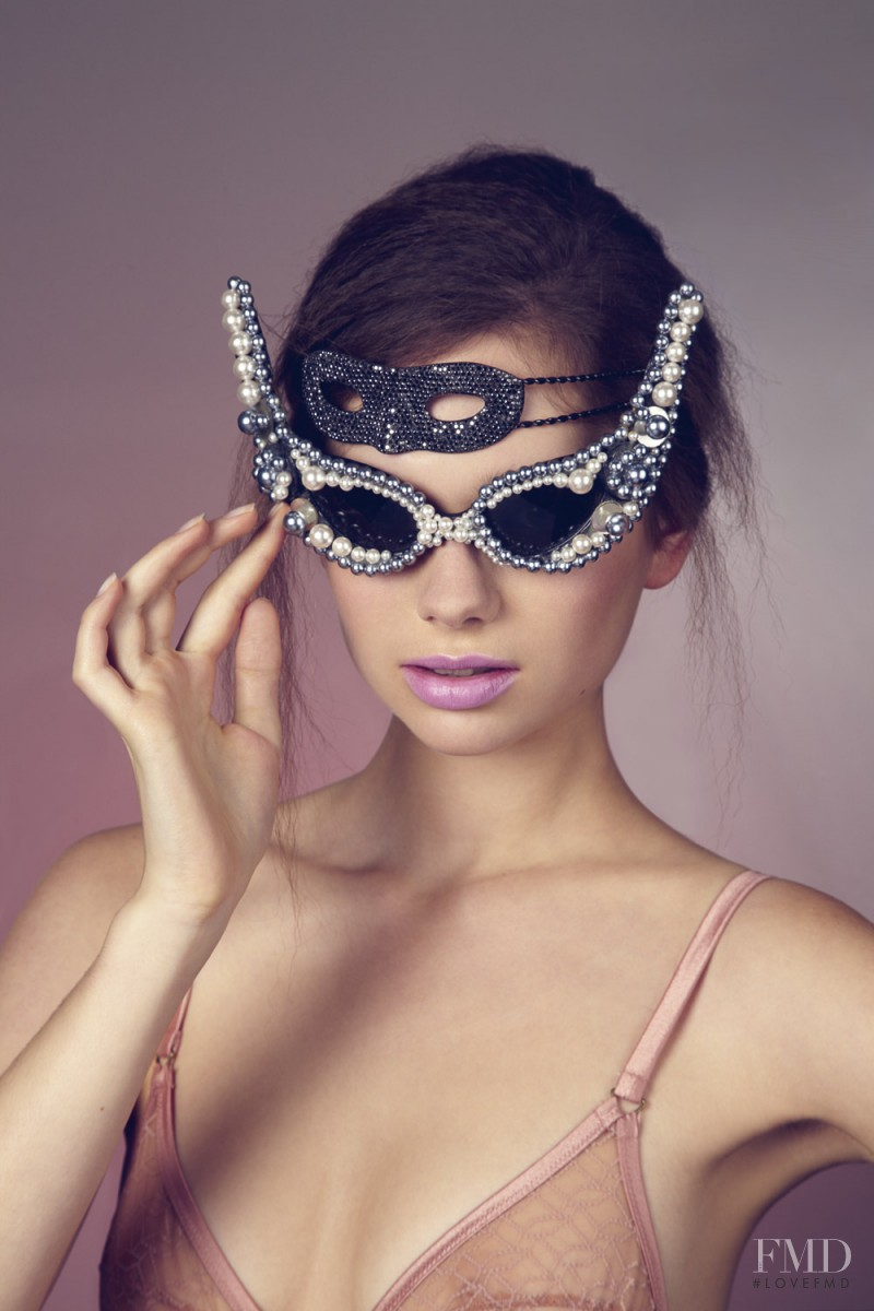 Bling sunglasses Black Shades with Silver and White Pearls Embedded Sunglasses