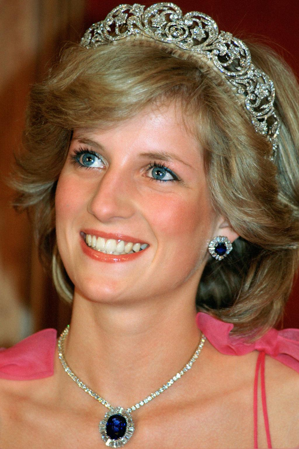 Royal bling A Suite Of Sapphire and Diamond Glittering Necklace and Earrings