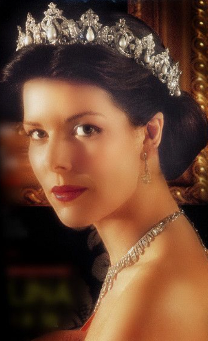 Royal bling Monaco - Princess Caroline Wearing Her Shining Diamond with Pearl Tiara and Matching Necklace and Earrings