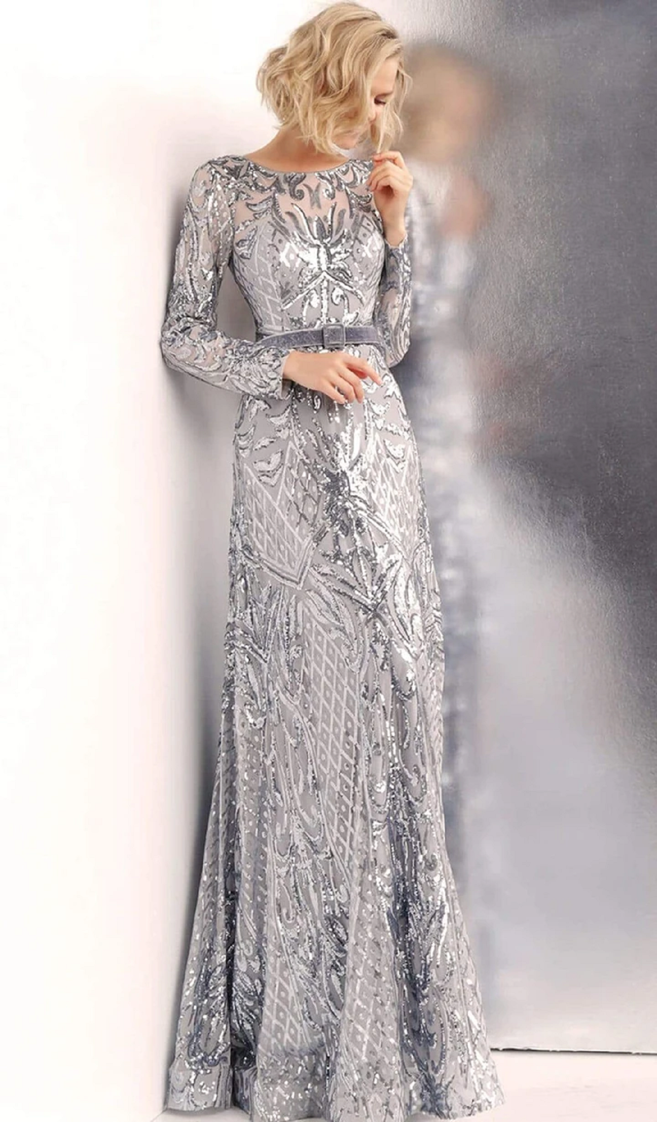 Best bling dresses online 2021 Gorgeous Maxi Long Sleeves Glittering Sequin with Classic Neck Gown