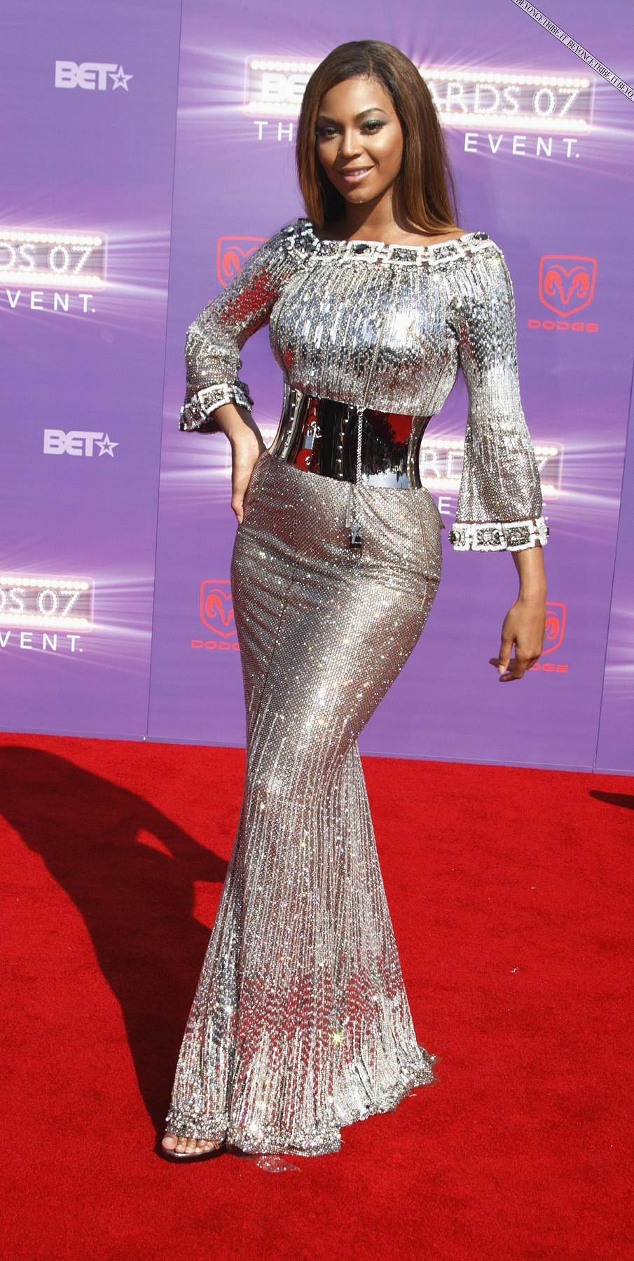 Best bling dresses online 2021 Beyoncé Wearing A Silver Long Bell Sleeves Silver Embellished Gown with Silver Metallic Waist Belt