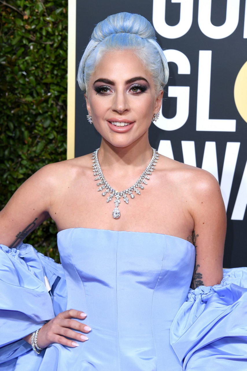 Amazing Hollywood celeb bling Lady Gaga Wearing An Elegant Necklace with Diamonds and A Tear Drop Diamond Cut Stone Pendant with Matching Earrings and Bracelet