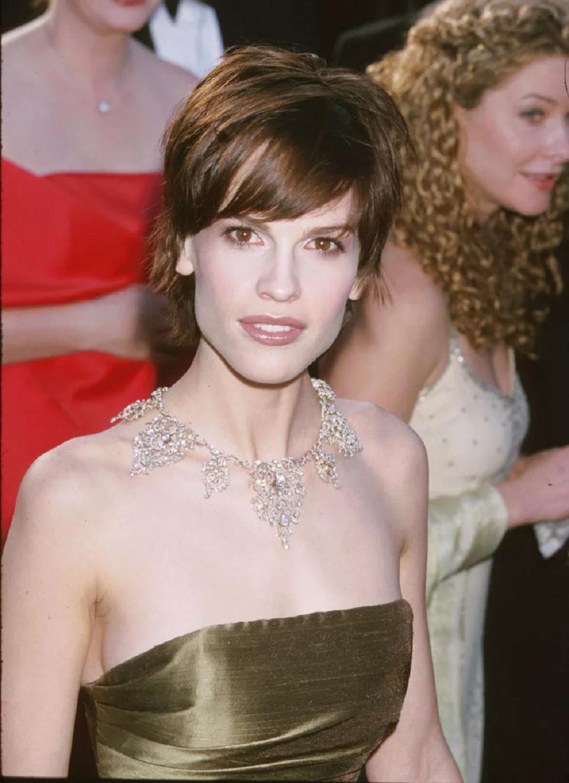 Amazing Hollywood celeb bling Hilary Swank Wearing A Blinged Out Asprey & Garrard Diamond Necklace