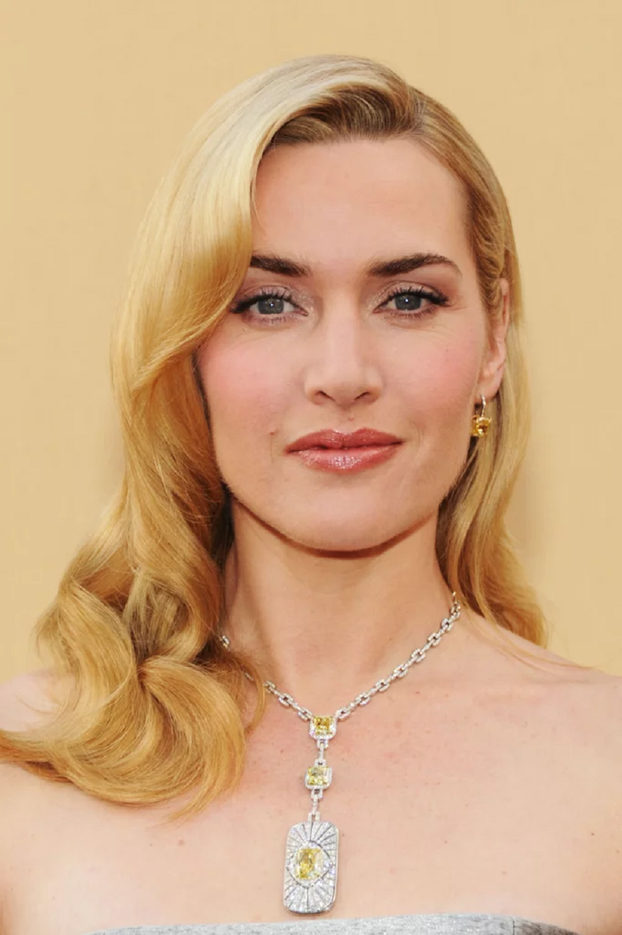 Amazing Hollywood celeb bling Kate Winslet Wearing Her Diamond Necklace with A Canary Diamond Pendant with Matching Earrings