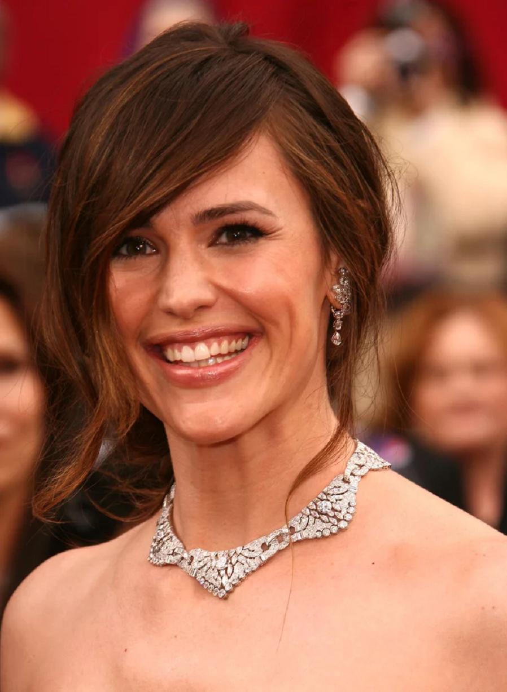 Amazing Hollywood celeb bling Jennifer Garner Wearing Her Elegant Diamond Chocker with Matching Diamond Hanging Earrings