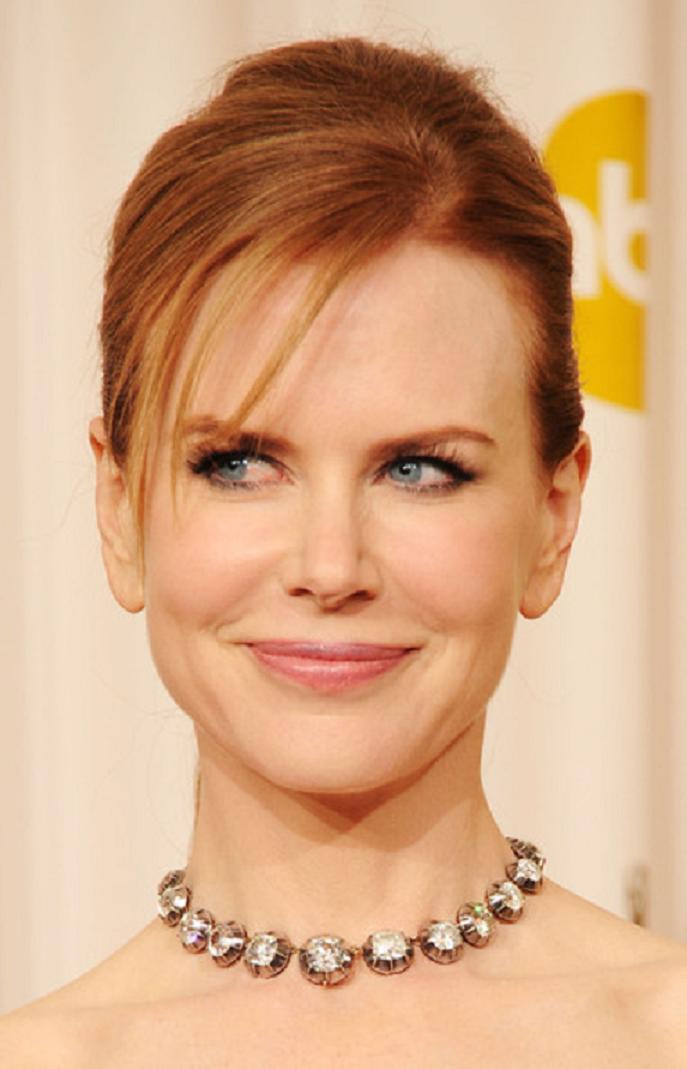 Amazing Hollywood celeb bling Nicole Kidman Wearing An Extraordinarily Rare 19th Century Diamond Riviere Necklace