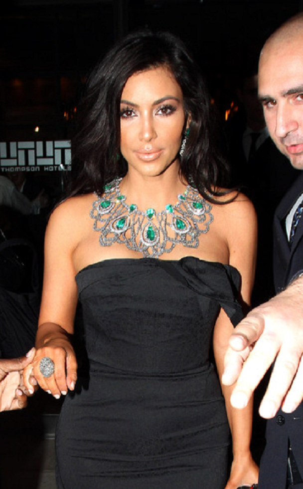 Kim Kardashian Wearing A Green Emerland Necklace with Diamonds and Matching Drop Earrings